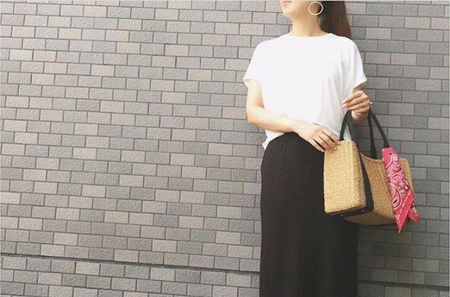 """シックなカラー黒を使った""""黒スカート""""コーデ!洗練ファッション10選"""