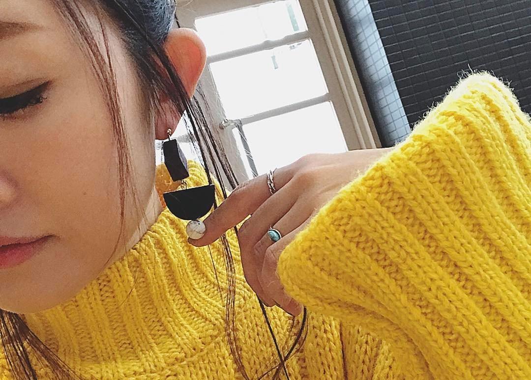 きれいめカラーをワンポイントに。黄色アイテムで彩る運気もあがるイチオシコーデ