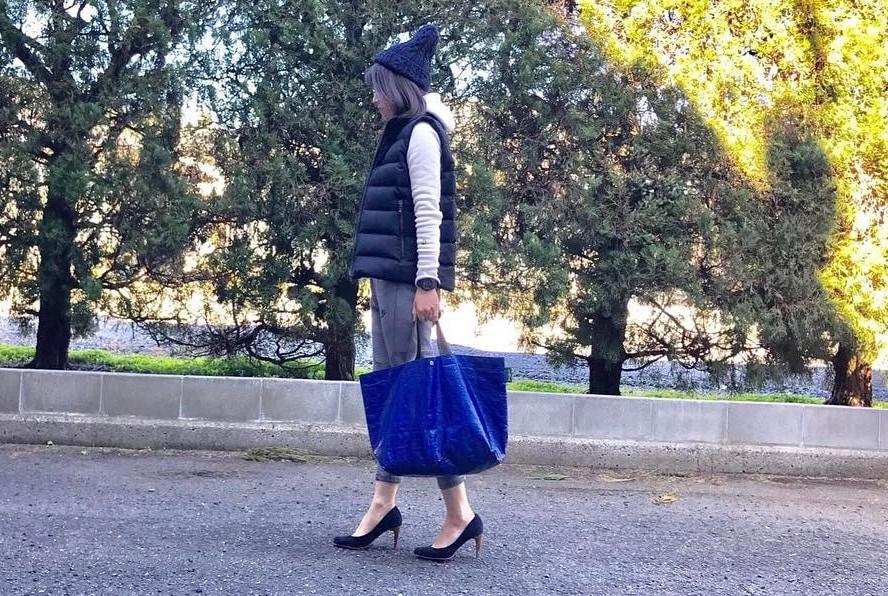 ブルーのカラーアクセントで爽やかに!青カラーの鞄で彩る春のおしゃれスタイル