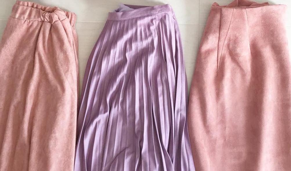部屋着とは呼ばせない!らくちんかわいいスウェットスカートでこなれた大人のきれいめカジュアルを