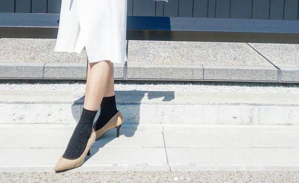 靴下はファッションアイテムのひとつ。わざと見せるのが今旬!失敗しないコーデとは