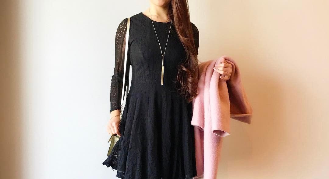 ワンランク上の黒ワンピースコーデのコツは?シンプルアイテムで楽しむマルチファッション