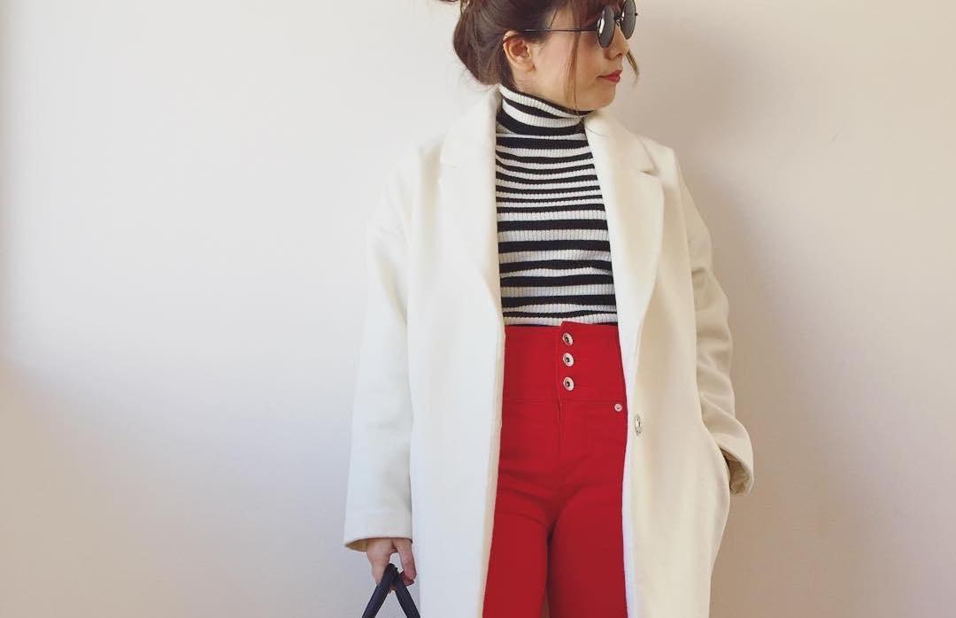 赤パンツできれい目スタイルに。情熱的なカラーパンツで春ファッションを攻める!
