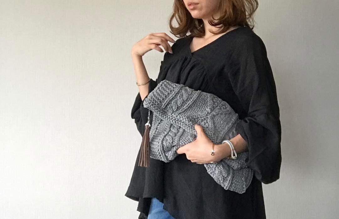 クラッチバッグは大人女子の必須アイテム!素材別スタイリングのススメ