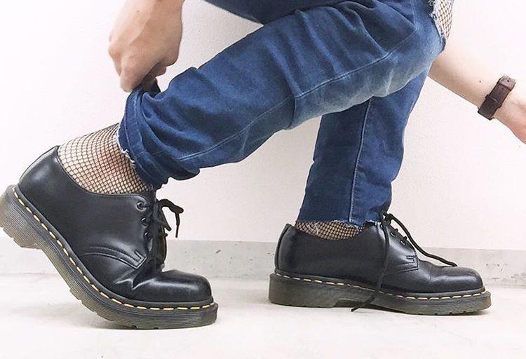 オシャレは足元からキマる!『靴下屋』のアイテムを取り入れた旬コーデ
