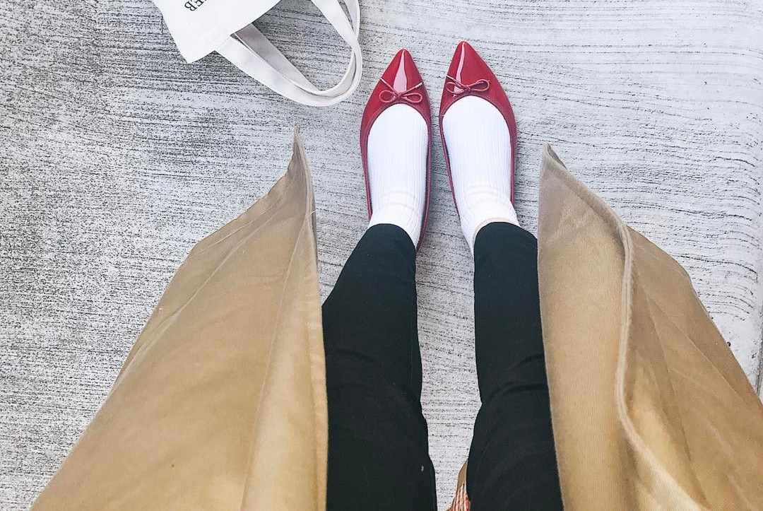キュートなファッション&足元をつくる。春の気分でエナメルシューズを履こう!