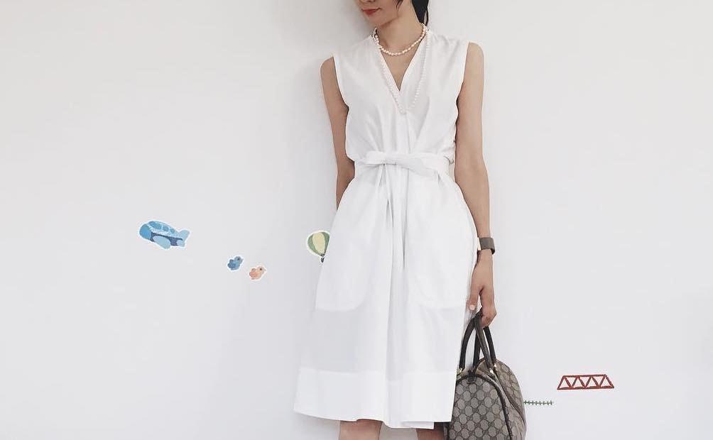 シンプルカラーの一着を自分色に着こなすには?白ワンピースで春を意識したファッション