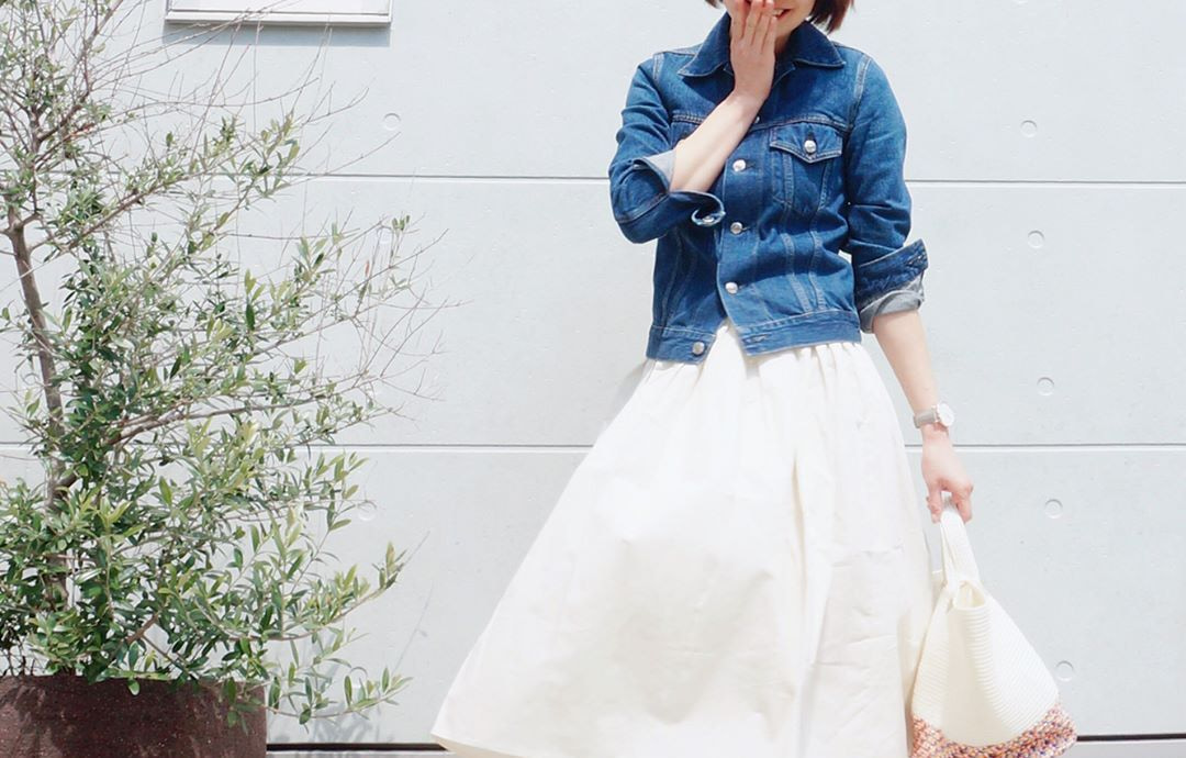 春気分を満喫するなら白スカート!気分が上がるワクワクコーデをご紹介