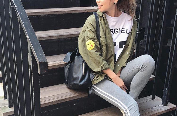 大人女子はカーキシャツの着こなしが上手。上級おしゃれテクを真似してみたい!
