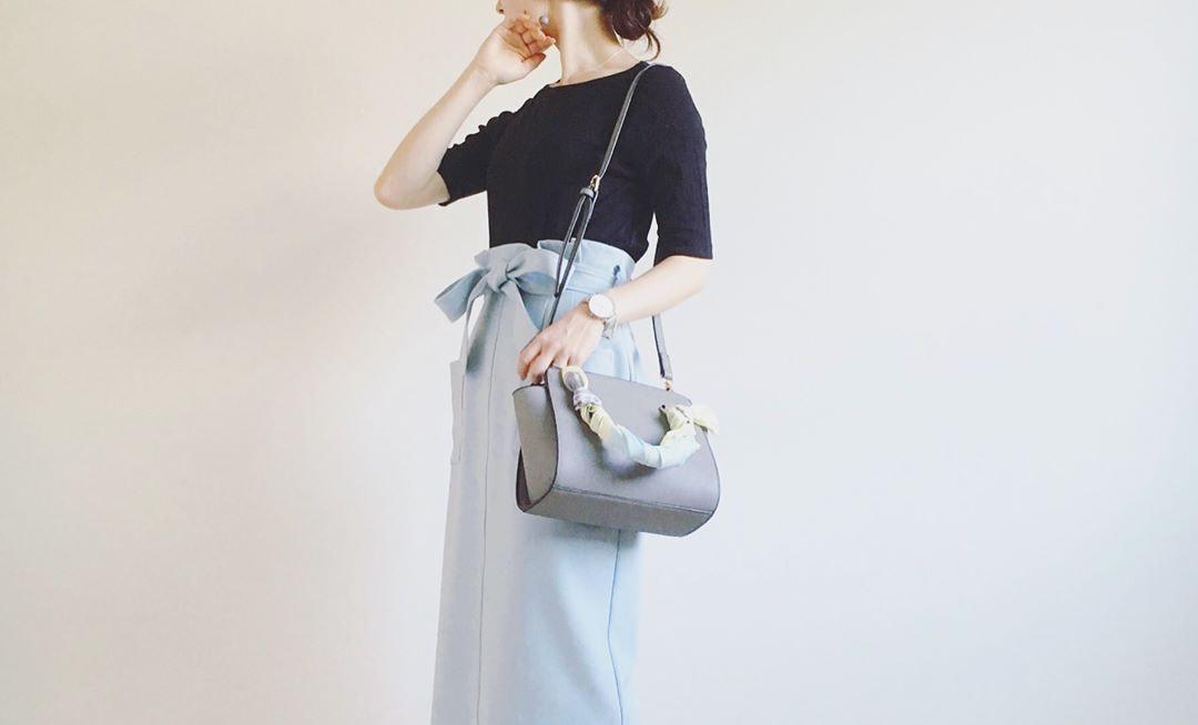 レディなコーデはレザーバッグで印象を変えよう。形や色で個性を出して!