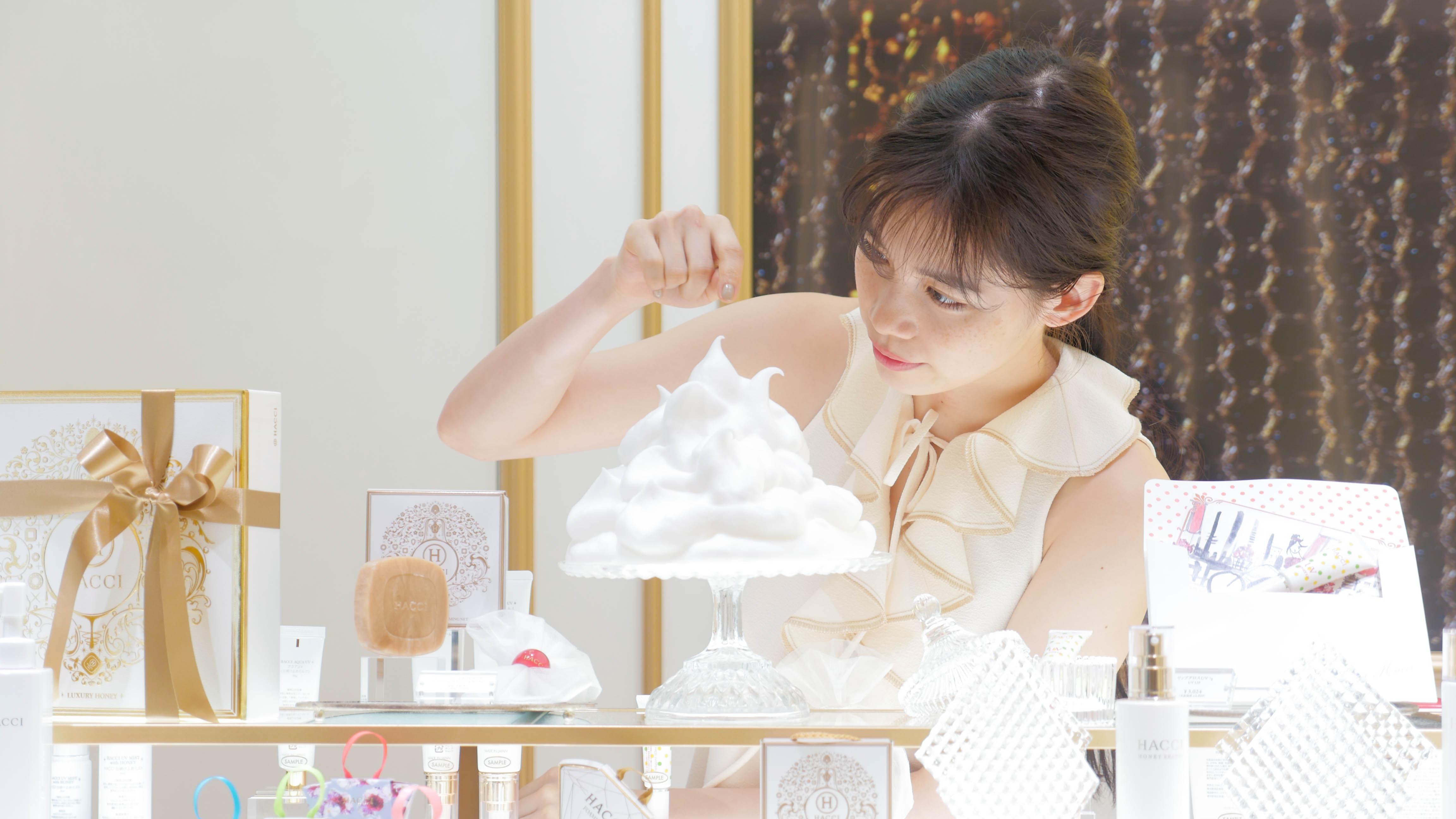 宮本彩菜さんが銀座シックスで見つけた、スイートなコスメとは?