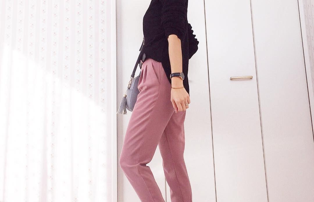スポーティーなジョガーパンツは、シンプルに大人っぽく着こなそう!
