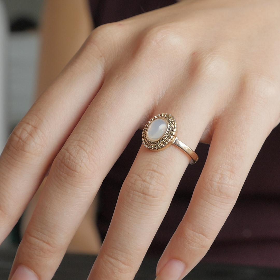 誰もが悩んだことのある、緩くて落ちちゃう指輪の解決法とは?