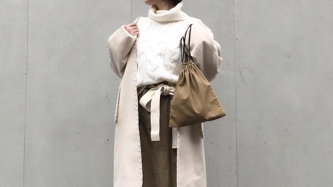 ワンマイルコーデにいかが?流行の巾着ショルダーバッグ