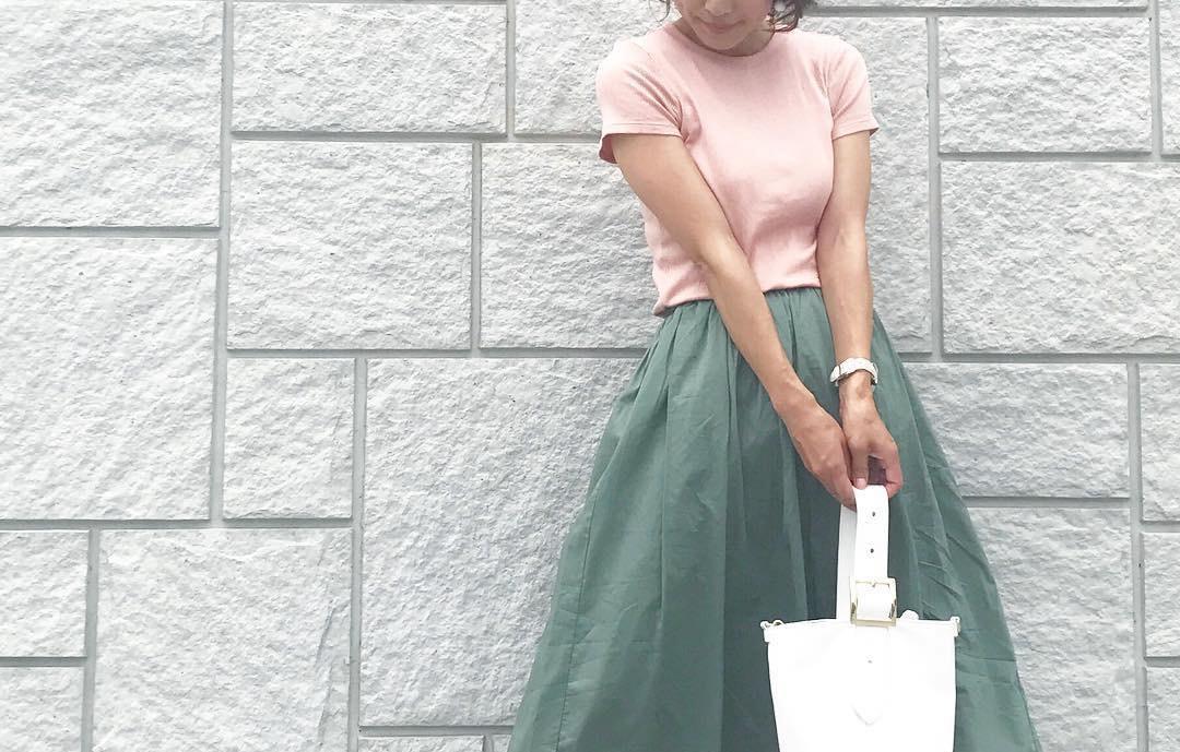 デイリーコーデの殿堂アイテム!カーキスカートで夏らしいアレンジを満喫