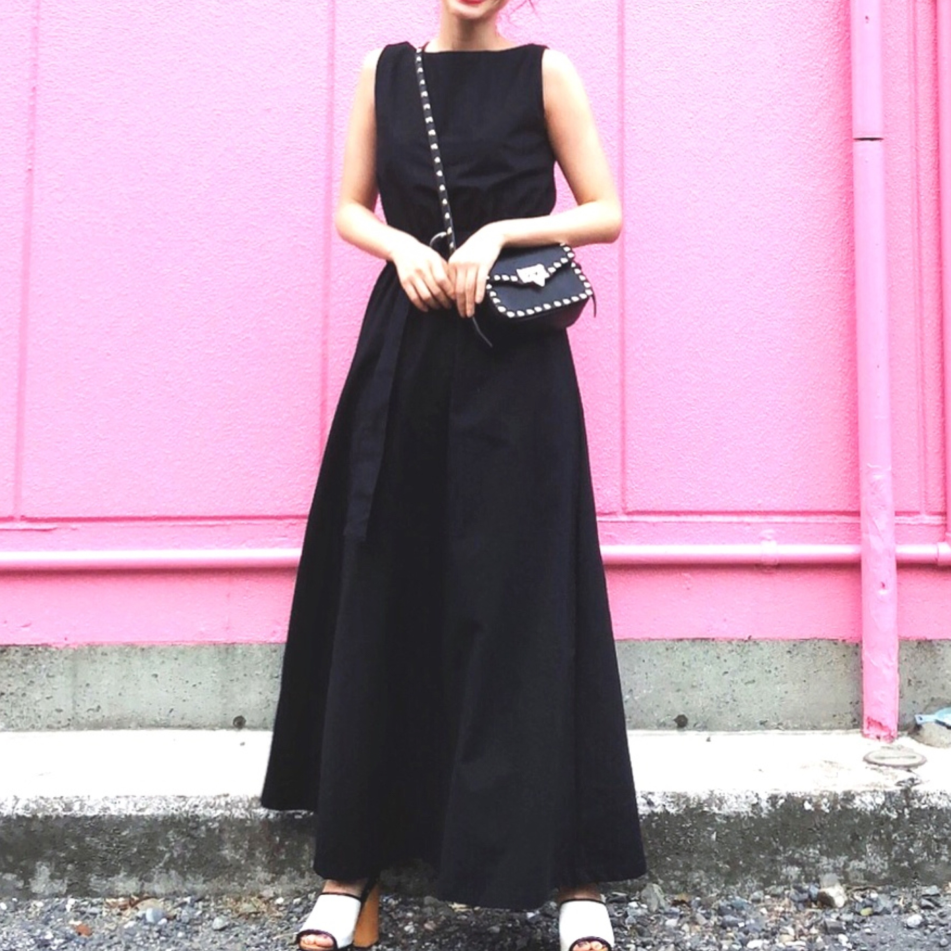 この夏、サマードレスは甘さを控えてシンプルに着こなして