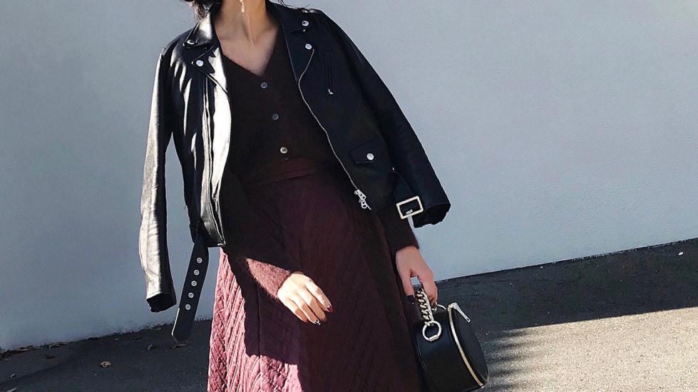 レザージャケット×スカートで叶える、レディな甘辛コーデ