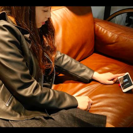 【DIY】お金を掛けずに実践できる!100均アイテムでiPhone立てを代用する裏技
