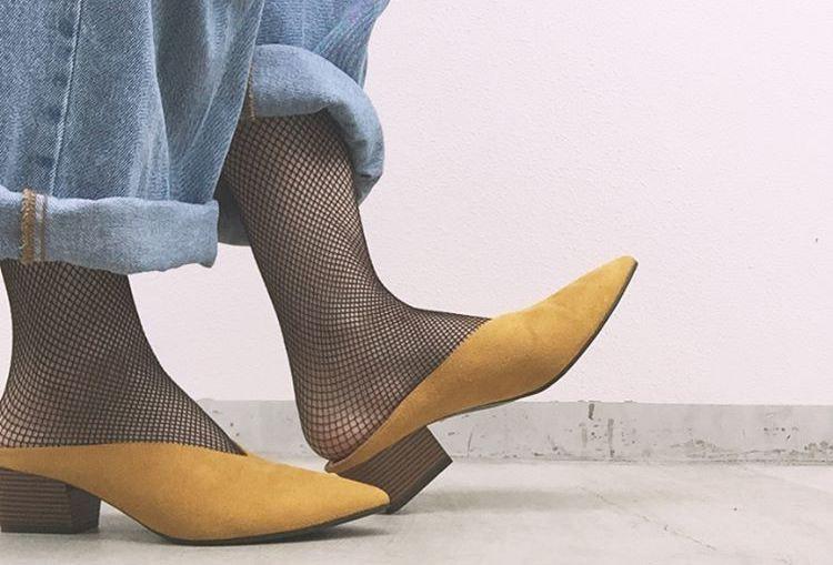 綺麗でカジュアルな足元にしたいなら、『ジーユー』のVカットミュールがおすすめ!