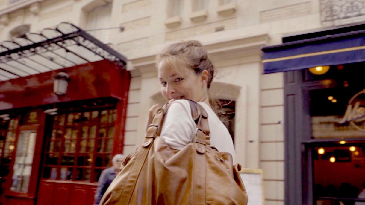 【Paris】バックスタイルもキュート!肌見せトップスで作る真夏のフェミニンスタイル