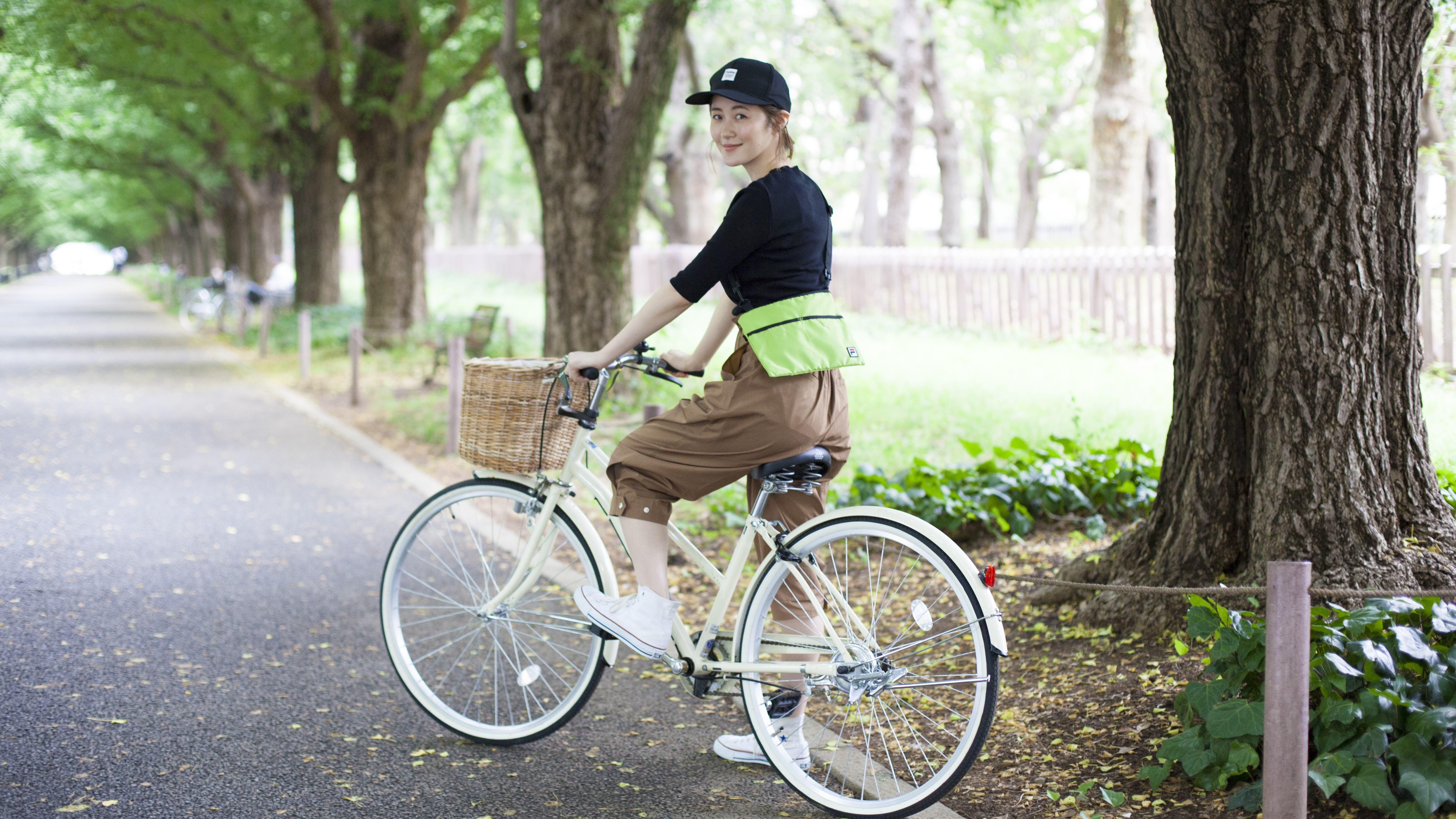 自転車に乗るなら〝サコッシュ〟バッグでアクティブに過ごしたい!