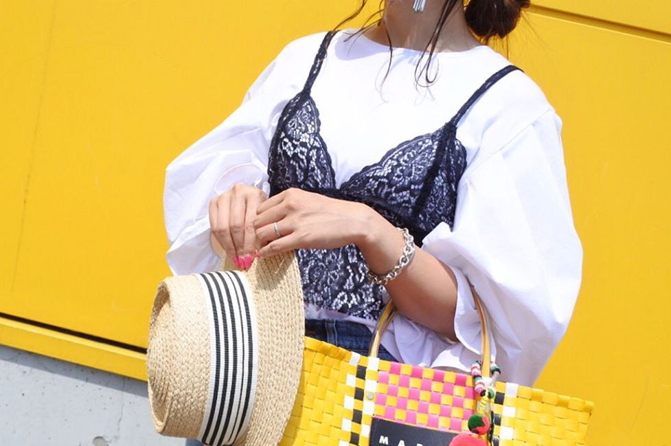 薄着の季節は主役級の鞄がマスト!夏に映える色鮮やかな鞄で華やかでエレガントに
