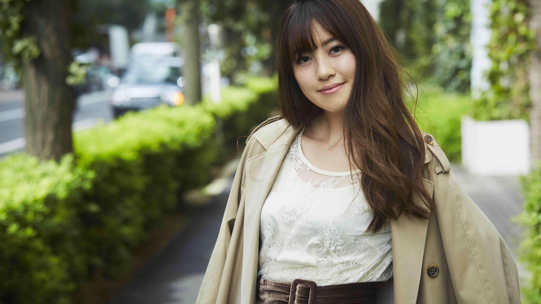 甘めのワンピーススタイルを、洗練トレンチで大人顔にアップデート/原田結花さんの7days coordinate #Day2
