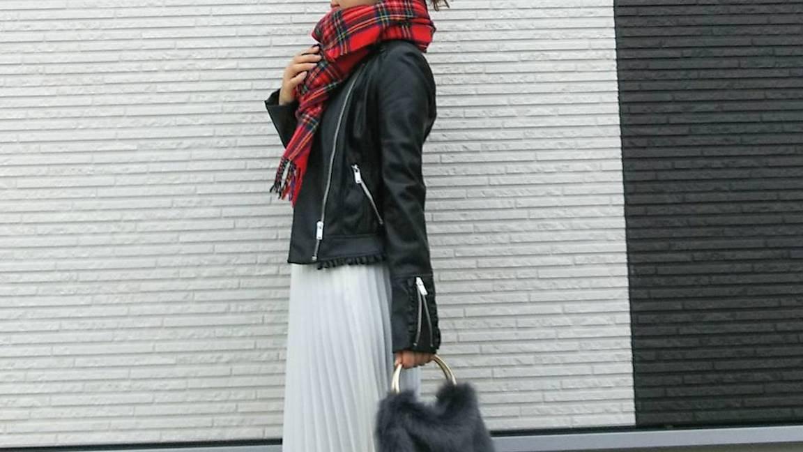 レザージャケット×スカートで大人可愛い冬コーデに挑戦