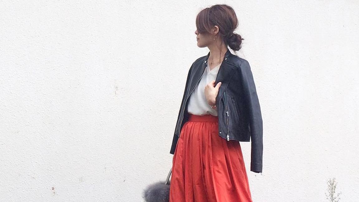 コンパクトトップス×フレアスカートで大人女子ならではの上品コーデをつくる!