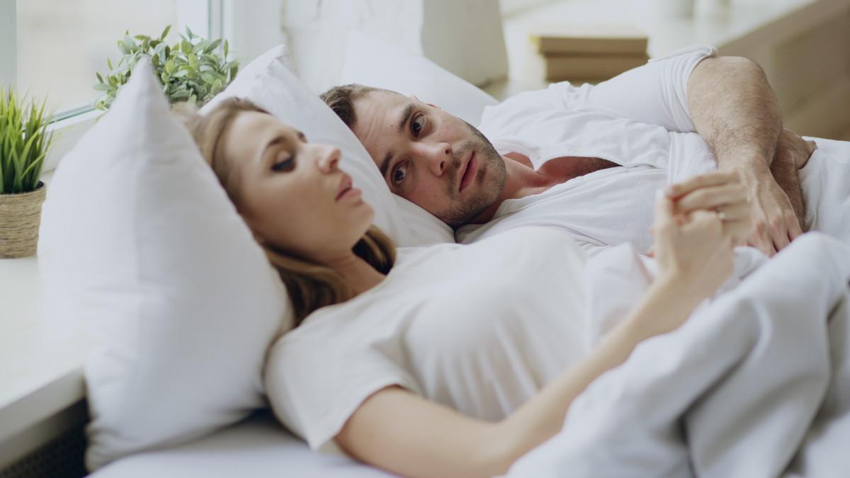 彼氏の束縛をやめてほしい場合の対処法4つ!束縛彼氏の主な行動や心理も紹介