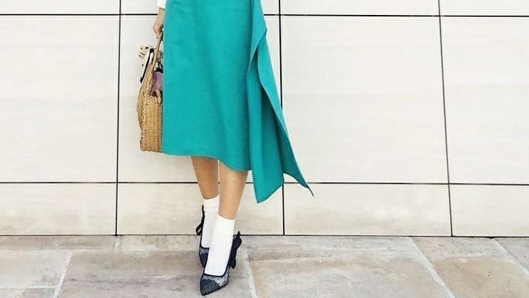 ひらり裾で雰囲気アップ!今注目のラップスカートコーデ