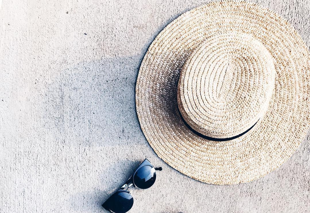きれいめカジュアルに欠かせない!大人女子は夏コーデをカンカン帽で仕上げる