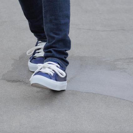 【DIY】雨の日でも靴を滑らなくする方法