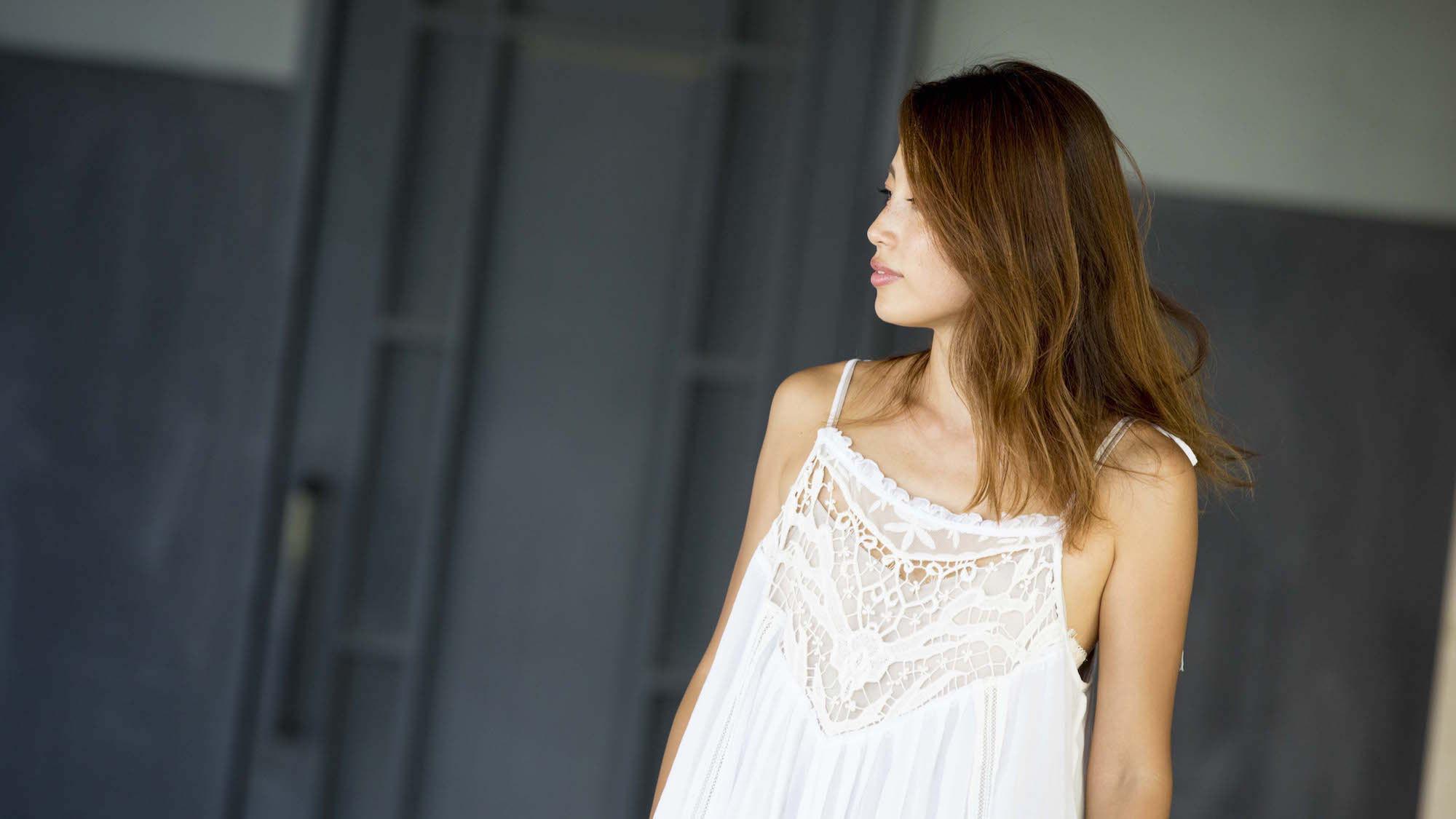 軽やかに舞うサマードレスでフェミニンな装いに/JUNNAさんの7days coordinate #Day7