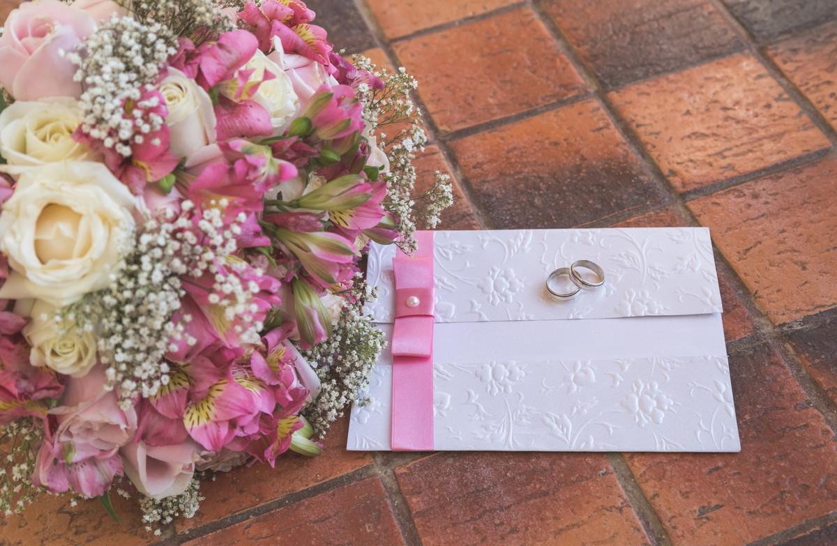 結婚式を欠席する場合の連絡マナーとお祝いメッセージのポイントを紹介