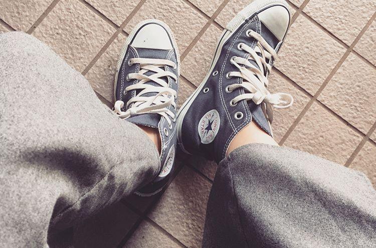 気取らないニュアンスは足元から作る!カジュアル靴の『converse』を活かしたコーデ特集