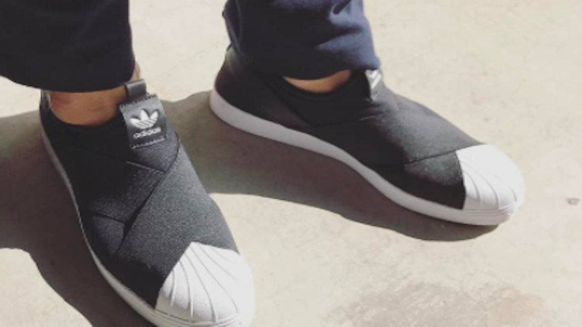 『adidas』スニーカー×カラーが好感度大!秋のピクニックコーデ術