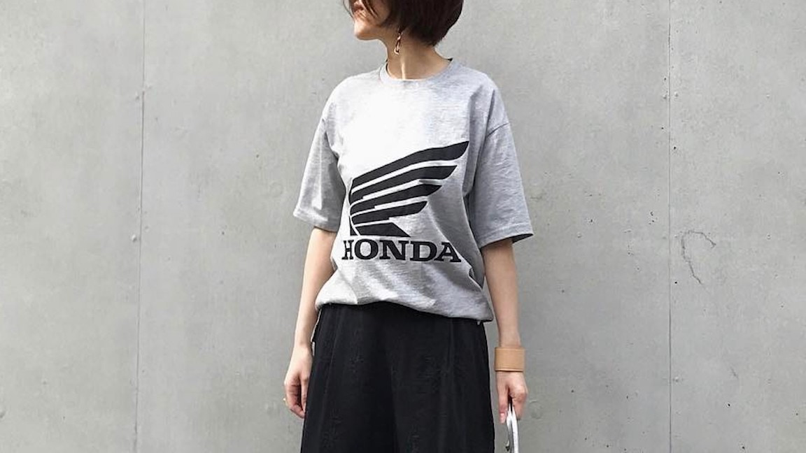 ロゴTシャツの大人女子コーデ特集!子供っぽくならずに着こなすには