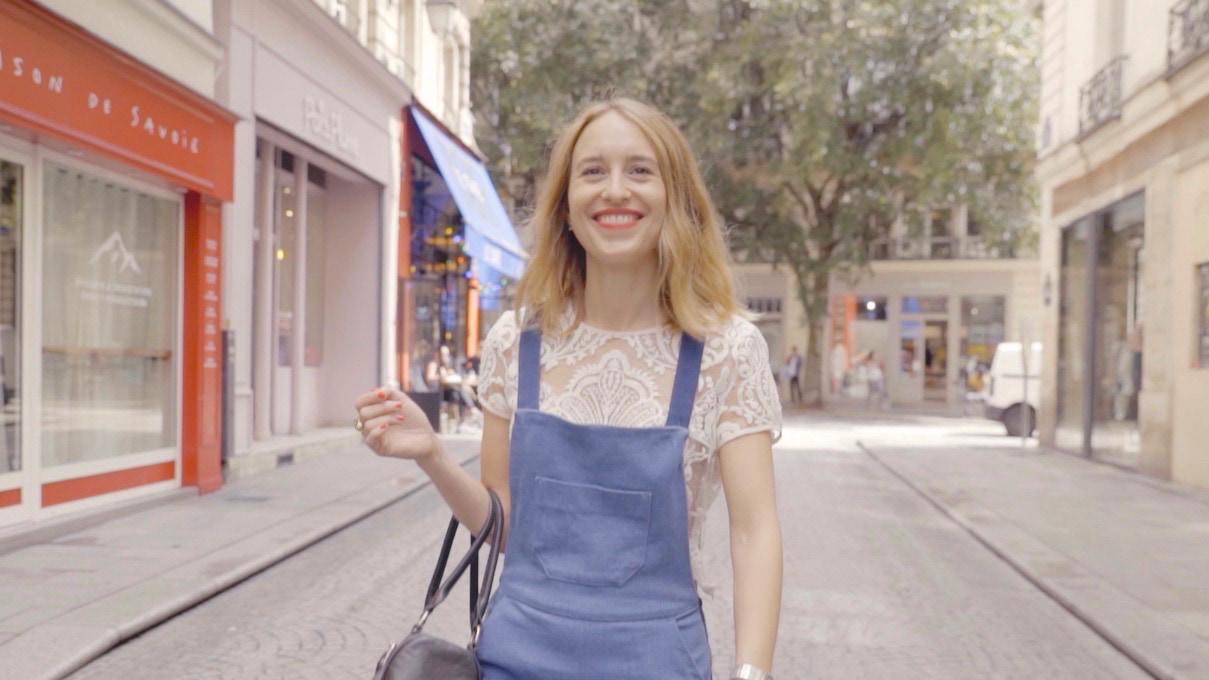 【Paris】美シルエットデニムサロペットはレーストップス合わせで甘く仕上げて