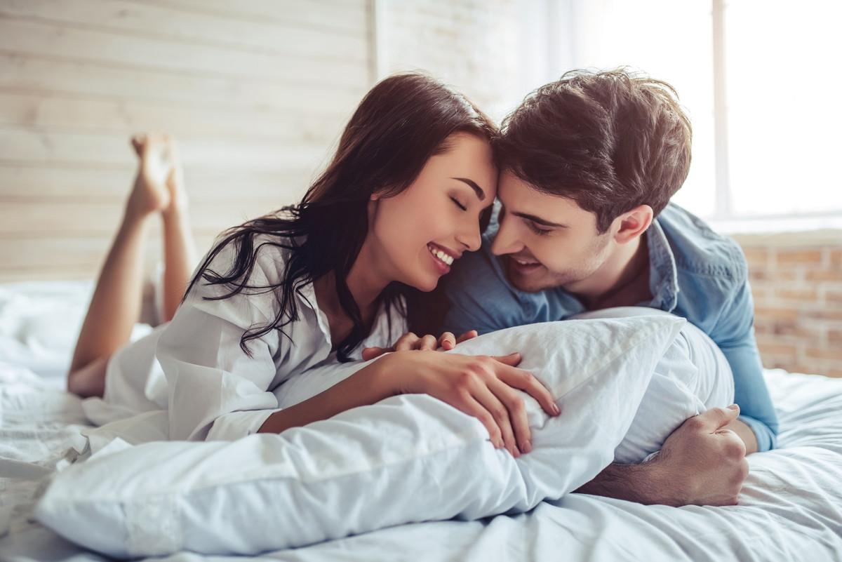 彼氏に会えないくて寂しい・不安な時の対処法8つ!辛い時の解消法を紹介