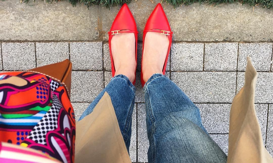 目立つデザインでも履きやすい!ローヒールパンプスなら可愛くなります