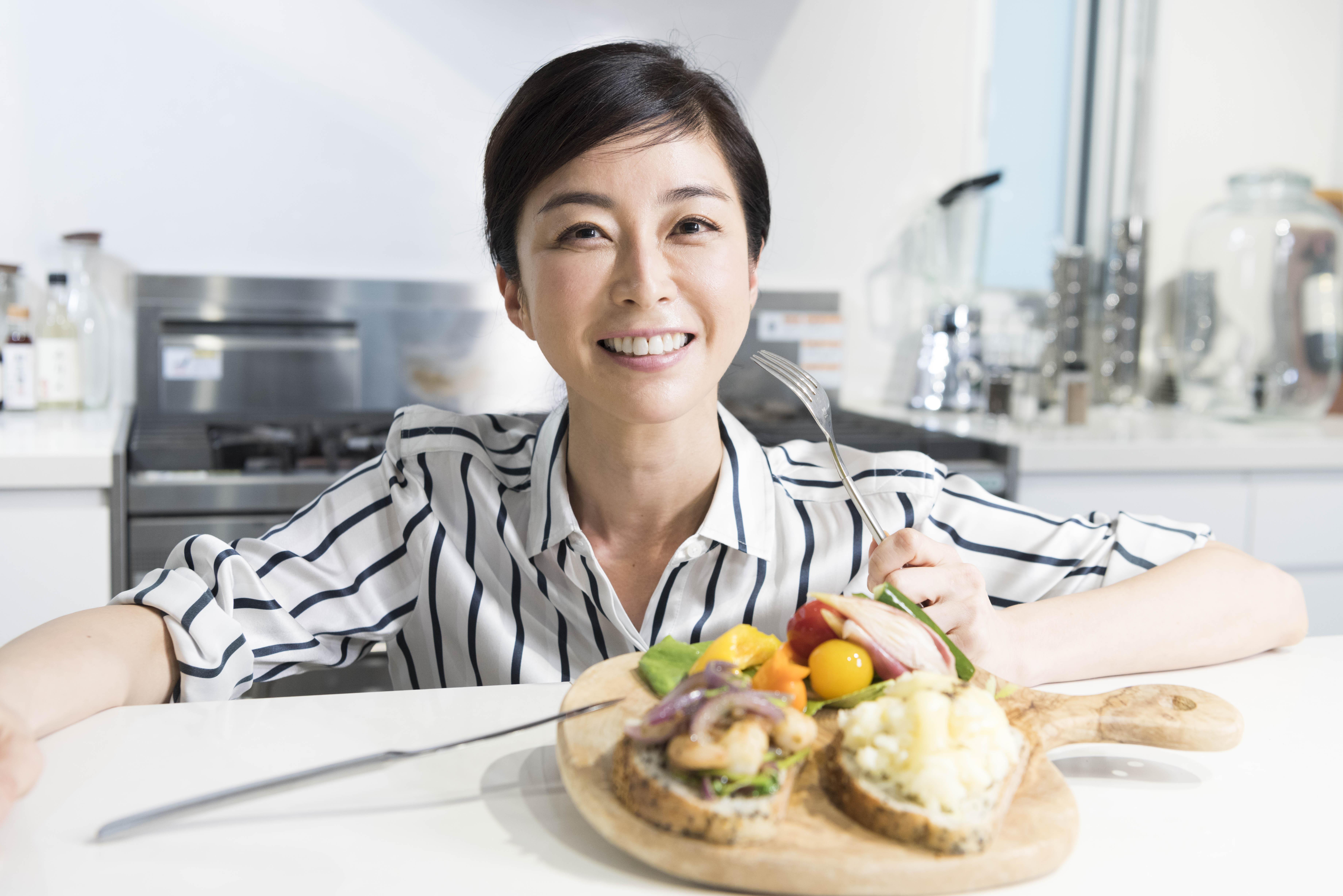松井美緒さんに教わる、休日のブランチに食べたい2種のカフェ風オープンサンド【Mio's cooking】