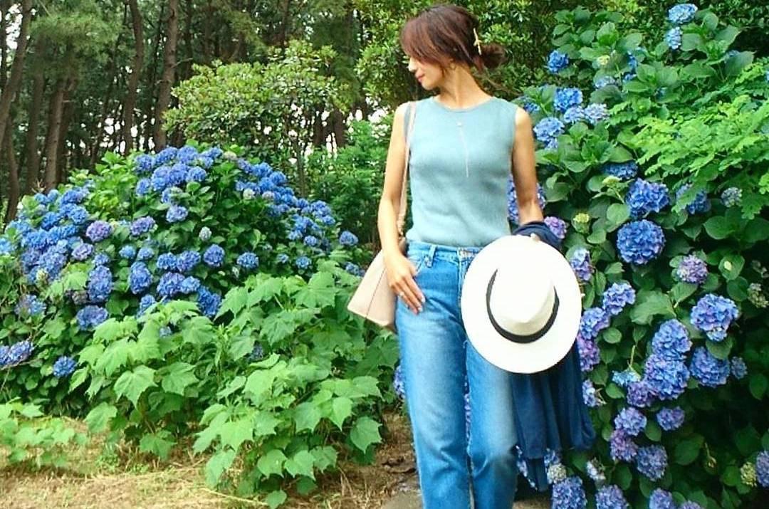 夏のマストアイテム!ノースリーブで適度な肌見せを楽しむオトナ女子コーデ