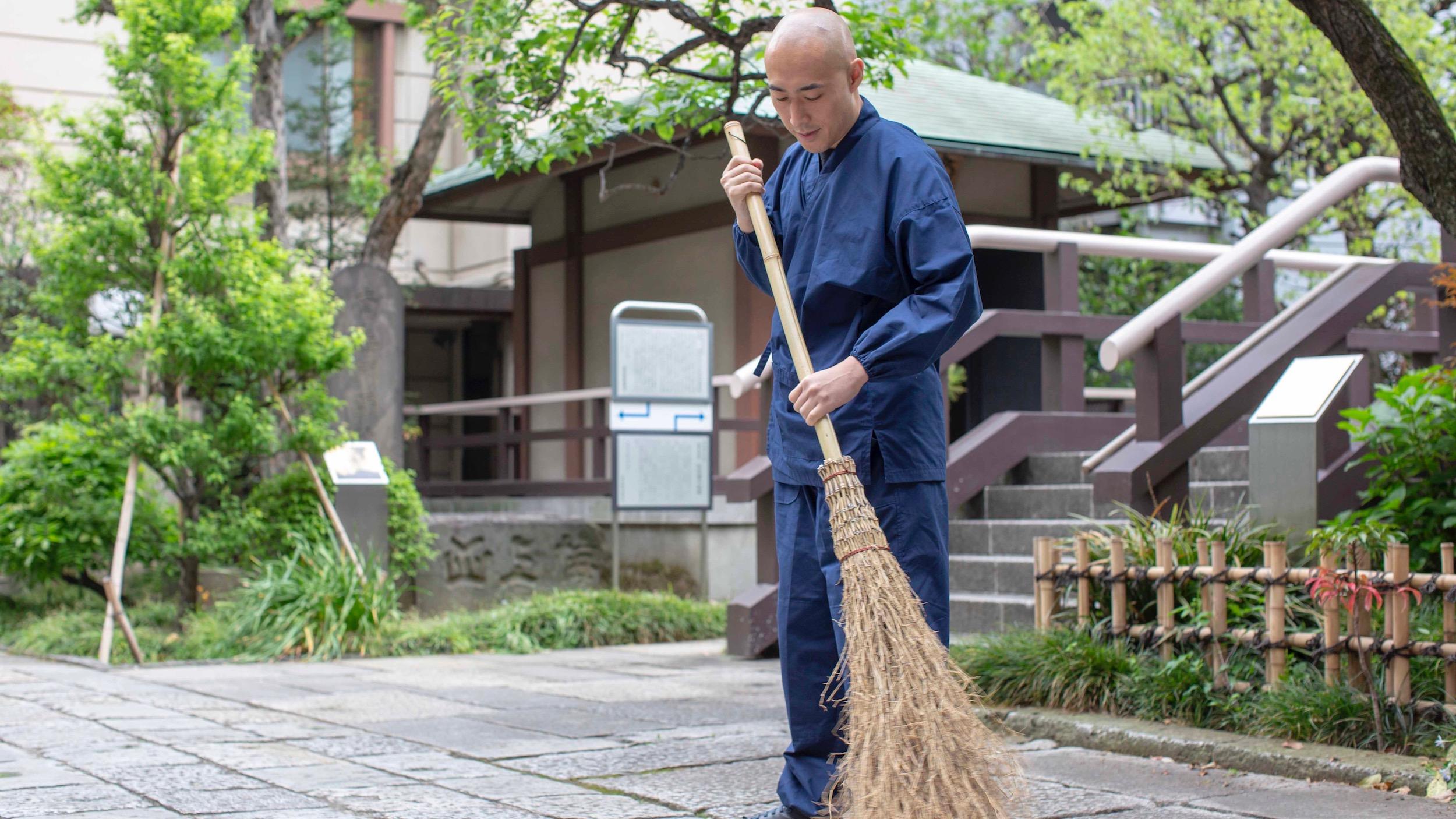 【気持ちを整える朝習慣Vol.4】お坊さんが教える、朝掃除のススメ